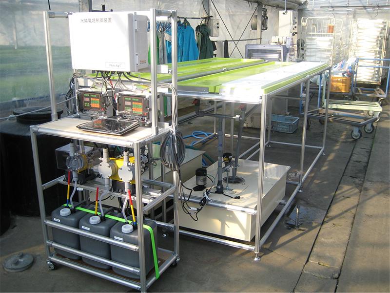 ラック式水耕装置NKS-1400-2Rと肥料管理システム設置例